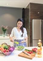 Những câu chuyện thú vị từ gian bếp của người nổi tiếng Việt.